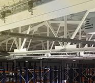 кабельной сети, крепление на потолочных балках на складе компании Европласт
