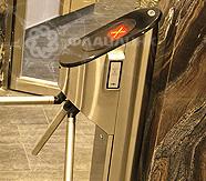 турникет трипод у лифта